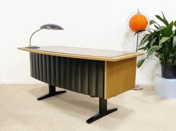 mid-century modern íróasztal és lámpa