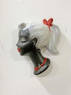 Cortendorf vintage falimaszk, fehér hajú lány