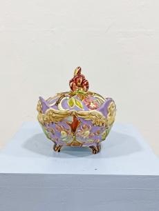 Elragadó antik bonbonier lila színben