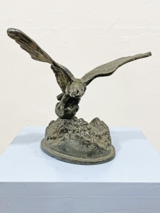 Ón irredenta turul madár szobor