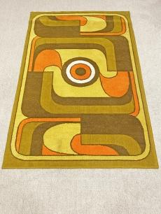 Pazar retro szőnyeg narancs díszítéssel