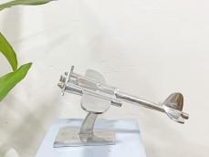Króm repülő szobor - íróasztaldísz