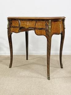 Intarziás fésülködőasztal - finom stylbútor