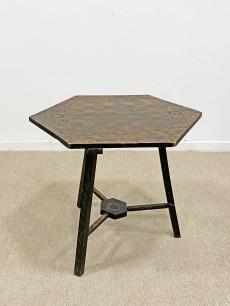 Vintage faragott sakk asztal