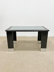 Fekete bauhaus kávézó asztal