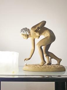 Art deco virágot szedő női akt szobor - Goldscheider