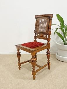 Elegáns ónémet szék vörös bársony kárpittal