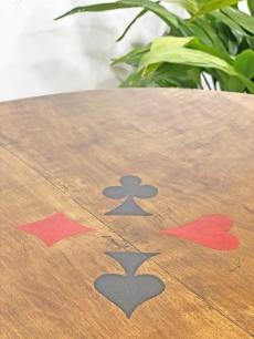 Régi faragott játékasztal, kártyaasztal