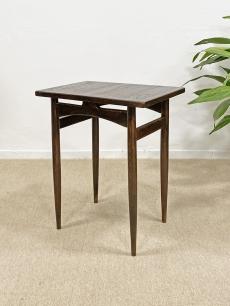 Csinos skandináv tölgyfa kisasztal