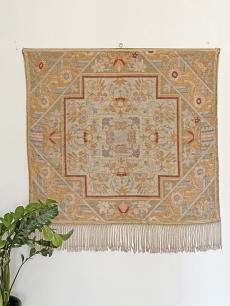 Finom pasztell színű selyem faliszőnyeg