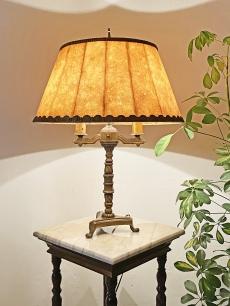 Elegáns réz asztali lámpa hólyag ernyővel