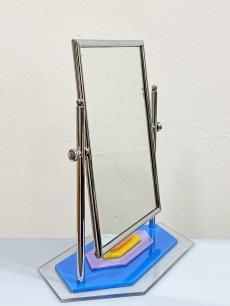 Elbűvölő plexi talpú króm vázas asztali smink tükör