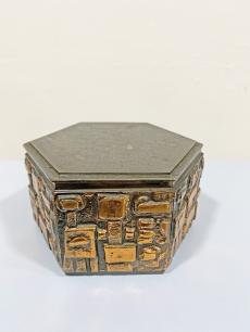 Szilágyi Ildikó iparművészeti bronz doboz