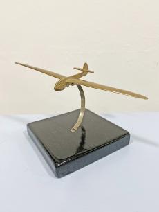 Réz vitorlázó repülő modell fa talpon