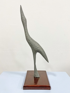Modernista fém madár szobor