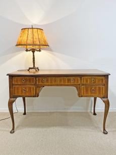 Elegáns chippendale íróasztal - Hammary