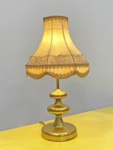 Aranyozott, romantikus, vintage asztali lámpa csipkés ernyővel