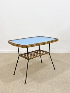 Tengerkék vas asztalka