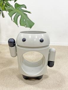 Robot forma design asztalka