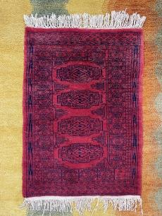 Kis méretű, vörös kaukázusi kézi szőnyeg